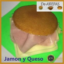 AREPA DE JAMÓN Y QUESO